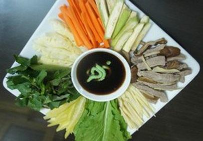 Cách làm món bò áp chảo cuốn lá cải thơm ngon