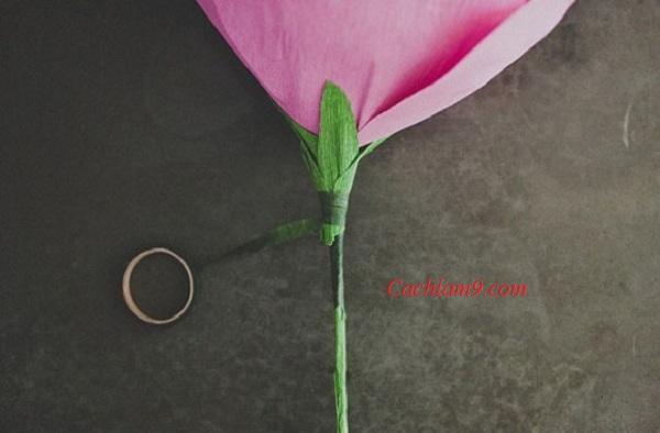 Hướng dẫn các bước làm hoa hồng bằng giấy nhún