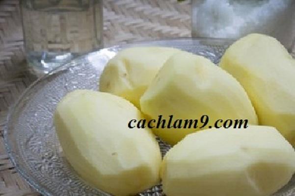 Chuẩn bị nguyên liệu làm khoai tây chiên giòn