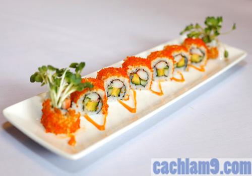 Hoàn thành và thưởng thức sushi trứng cá
