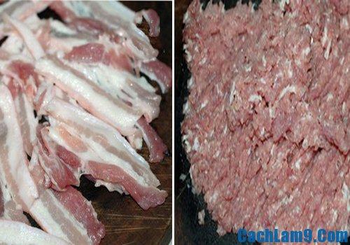 Chuẩn bị thịt để làm chả nướng/chả quạt