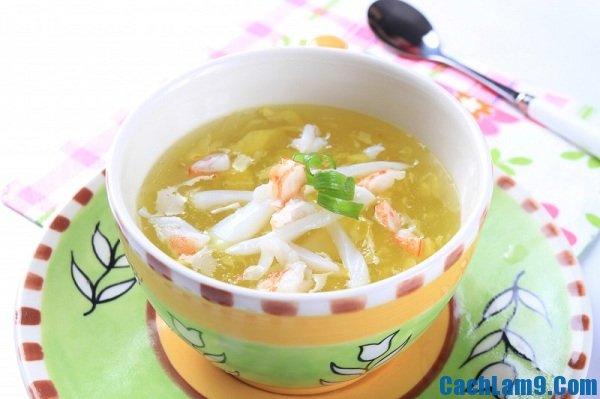 Thưởng thức món súp tôm cua