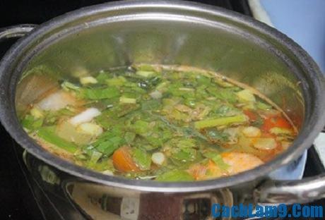 Thực hiện nấu canh tôm khế chua, thuc hien nau canh tom khe chua