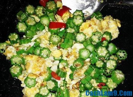 Thực hiện làm đậu bắp xào trứng