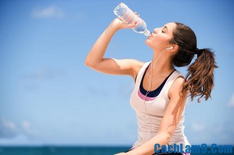 Uống nhiều nước để có vòng eo đẹp, uong nhieu nuoc de co vong eo dep