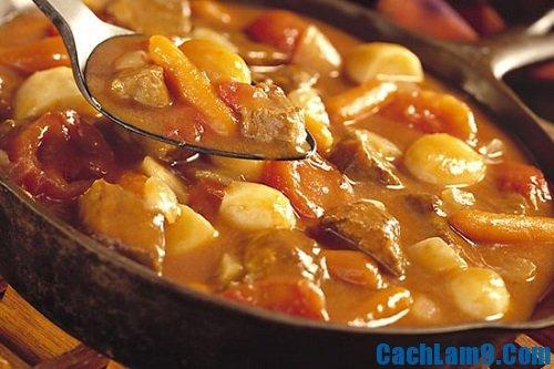 Thực hiện cách làm khoai tây hầm thịt bò