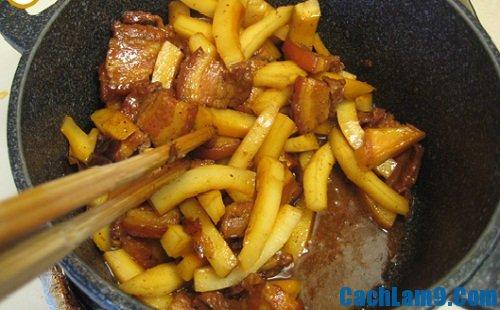 Thực hiện làm thịt ba chỉ kho dừa, thuc hien lam thit ba chi kho dua