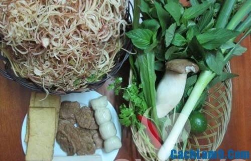 Nguyên liệu chuẩn bị cho món nộm hoa chuối thịt gà