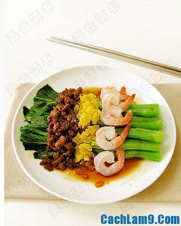 Thưởng thức món rau cải trộn tôm trứng muối