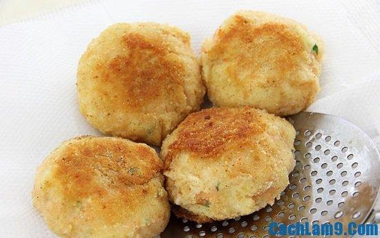 Cách làm bánh cá hồi với khoai tây nghiền độc đáo và lạ miệng