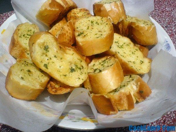 Yêu cầu thưởng thức bánh mì bơ ruốc