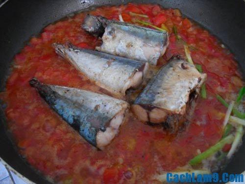 Hướng dẫn làm cá nục kho cà chua