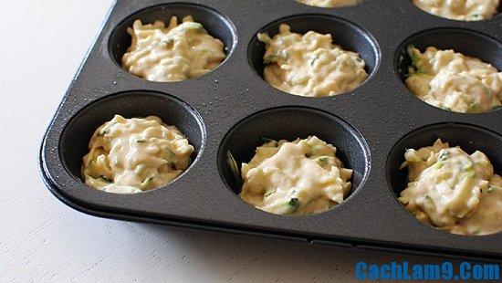 Hướng dẫn làm muffin bí xanh vị bơ tỏi
