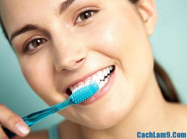 Làm trắng răng cấp tốc bằng baking soda và nước chanh