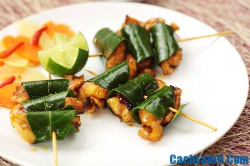 Thực hiện cách làm thịt gà nướng lá chanh ngon: Hướng dẫn làm thịt gà nướng lá chanh thơm ngon, vàng đều