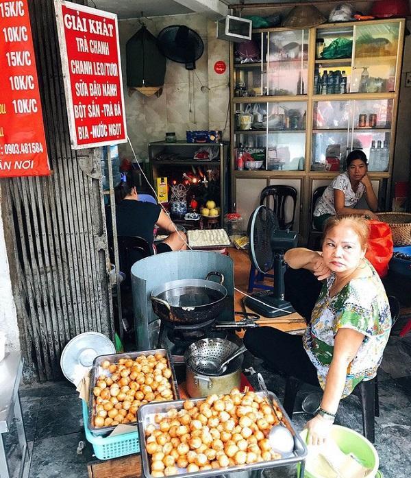 Địa chỉ ăn vặt ở Hà Nội ngon, nổi tiếng: Bánh rán bi số 1 Ô Quan Chưởng