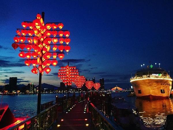 Địa điểm du lịch Đà Nẵng dịp lễ tình yêu 14/2: Cầu tình yêu Đà Nẵng