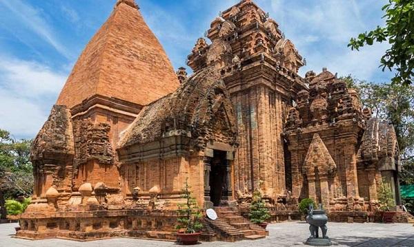 Địa điểm du lịch Nha Trang đẹp, nổi tiếng: Tháp bà Ponagar