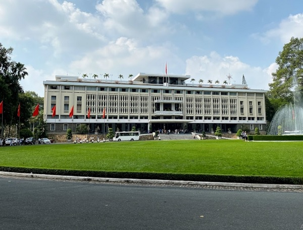 Những địa điểm tham quan ở Sài Gòn. Dinh Độc Lập. Địa Điểm tham quan nổi tiếng ở Sài Gòn