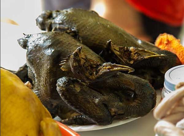 Những món ăn ở Sapa. Món ăn đặc sản ở Sapa. Món gà đen Sapa