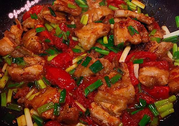 Làm món thịt lợn sốt cà chua như nào? Hướng dẫn cách làm thịt lợn sốt cà chua đơn giản, ngon cơm